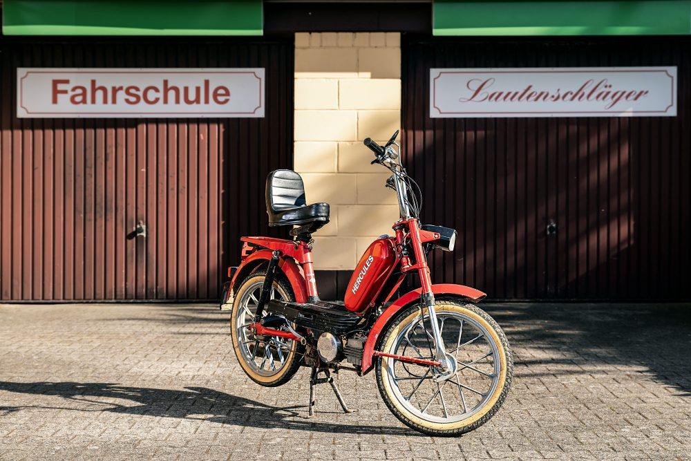 Fahrschule Lautenschläger: Rotes Hercules Mofa